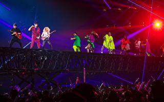 林俊杰大玩移动舞台 360度与观众拉近距离