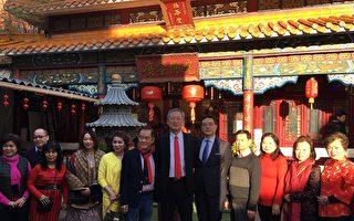 吳志中大使(右6)與法國廣東會館周吉慶會長(左6)於該會廣肇佛院前合影。(駐法國臺北代表處提供)