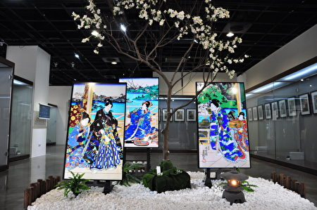 展場入口的美人圖及日式庭園佈置得美麗又吸睛