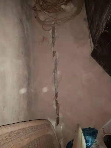 墙体裂缝。(受访者提供)