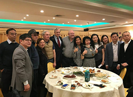 川普的华人支持者很多是华尔街金融精英。