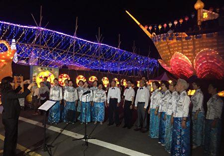 法轮功学员天音合唱团表演。