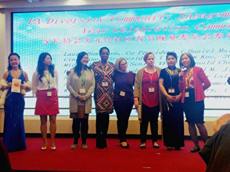 筹办中国新年春宴的多族裔家长协会成员。