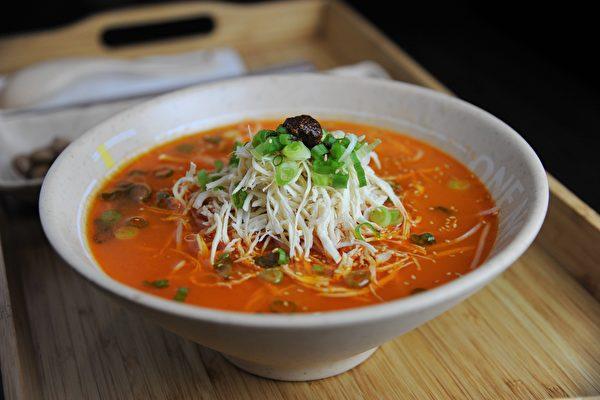 图:温哥华百老汇的一面馆,营养健康的一碗好面,令人赞赏!(童宇/大纪元)