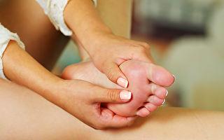 按摩腳底的穴位可以改善頭痛。