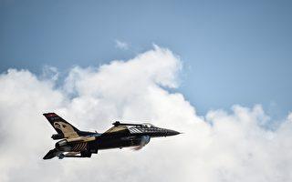 F-16戰機與超級跑車和摩托車競速 誰會贏?