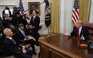 1月31日,川普在白宮橢圓形辦公室接見了劉鶴一行。(Mark Wilson/Getty Images)