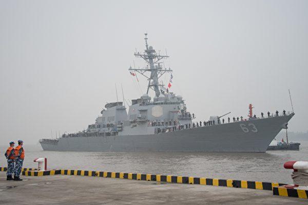 美軍艦通過台灣海峽