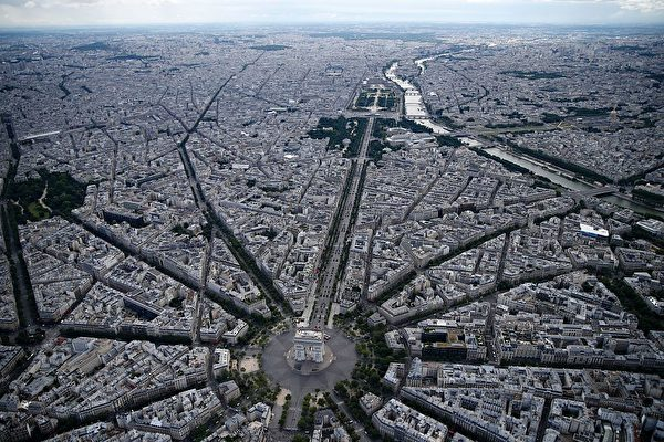 TOPSHOT - An aerial view taken from a helicopter shows (from front) the Arc de Triomphe, the Place de la Concorde, the Tuilieries garden and the Seine river (R) during the annual Bastille Day military parade on the Champs-Elysees avenue in Paris on July 14, 2016. France holds annual Bastille Day military parade with troops from Australia and New Zealand as special guests among the 3,000 soldiers who will march up the Champs-Elysees avenue. They will be accompanied by 200 vehicles with 85 aircraft flying overhead. / AFP / Thomas SAMSON (Photo credit should read THOMAS SAMSON/AFP/Getty Images)