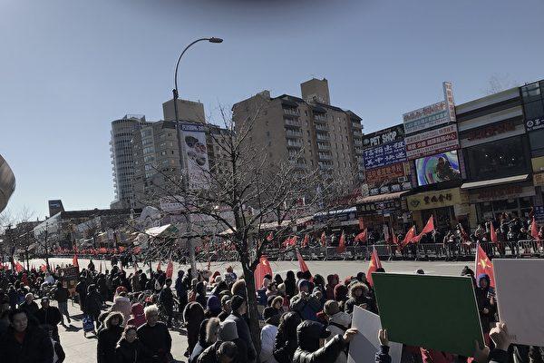法拉盛遊行 中共僱人舉紅旗 華人反感