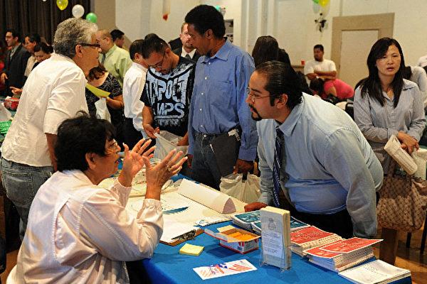 美國去年底的就業機會飆升至歷史新高,達730萬份。(Mark Ralston/AFP/Getty Images)