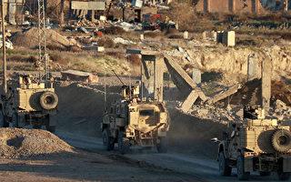 圖為2018年美國軍車在敘利亞東部Deir Ezzor行駛。(Delil Souleiman / AFP / Getty Images)