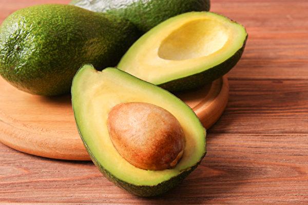 酪梨籽含有丰富的抗氧化成分,煮成酪梨籽茶有助抗老化,还能帮助减肥。