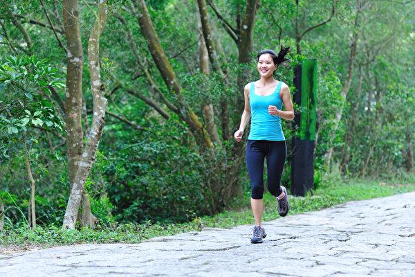 慢跑的好處包括預防癌症、保護心血管等,有哪些慢跑技巧?