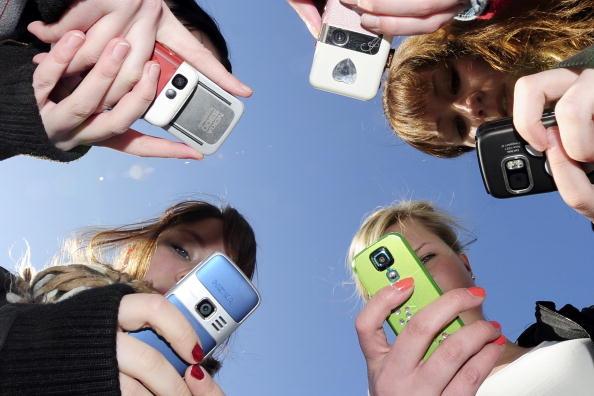 加州提案:限制學校孩子看手機