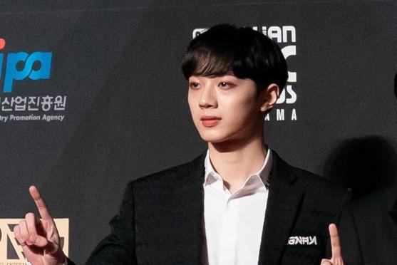 Wanna One台灣成員賴冠霖出席2018 MAMA紅毯照。 (Anthony Kwan/Getty Images)