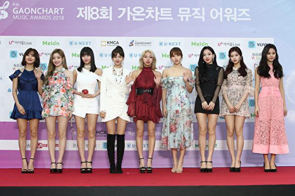 韩国人气女团TWICE出席第8届Gaon Chart K-POP大奖红毯资料照。(Chung Sung-Jun/Getty Images)