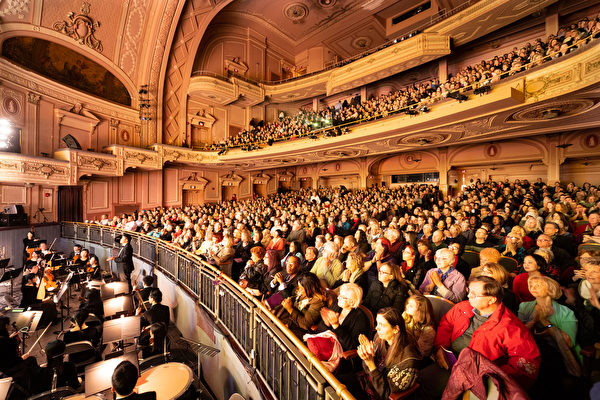 神韻 25 場風靡費城 爆滿成常態 各界精英震撼