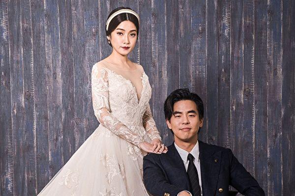 柯有伦(右)预定3月29日与太太Donna(左)在香港补办婚宴