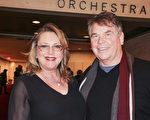 3月10日下午,神韻紐約藝術團在紐約林肯中心展開第七場演出,免疫學家Mark Ballard博士與太太Louise Ballard觀賞後表示,「這是來自天上的美。」(賈誼/大紀元)