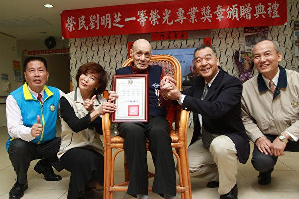 88岁荣民节俭度日 大爱卖屋捐700万