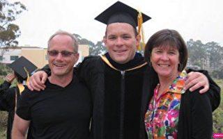 美国司法部上个月底宣布起诉华为,让疑因华为冤死的谢恩・托德(Shane Todd,如图中)的母亲,重新燃起为爱儿声张正义的希望。(英文大纪元/托德家人提供)