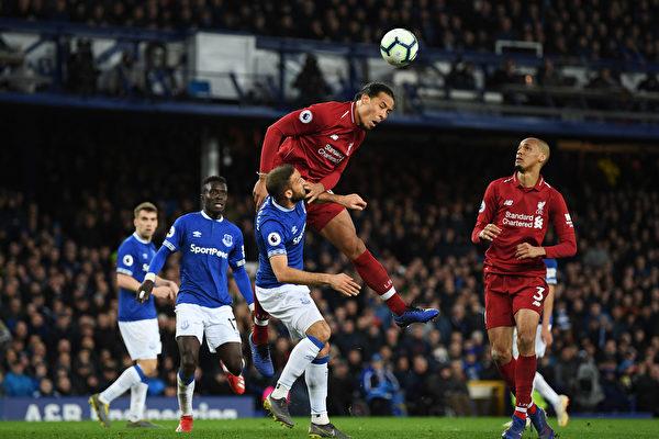 英超第29轮:利物浦客平让出榜首 曼联重返前四