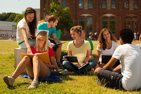 德國雙軌技職教育,畢業即就業,目前也向國際學生開放。