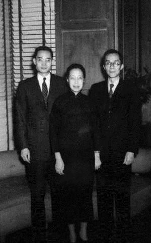 1953年,梅贻琦夫妇和儿子梅祖彦于美国费城。(公有领域)