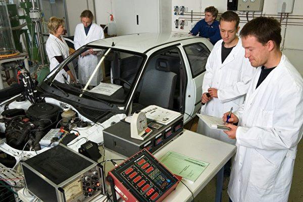 德國技職學校各類職業教育課程,搭配德國學徒制,至企業實習。