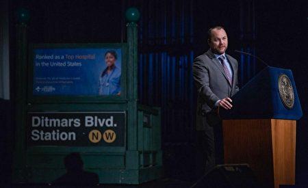 市议长张晟(Corey Johnson)在首个市情报告中提出,纽约市地铁和公交由纽约市掌管。