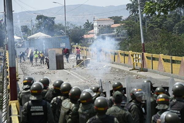 哥伦比亚允许委内瑞拉人用过期护照入境