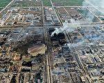 江苏盐城市响水县化工厂巨爆事故后,25日,现场周边的10所学校全部复课。图为爆炸现场。(STR/AFP/Getty Images)