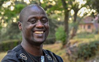 捐薪八成助貧生 肯亞教師獲百萬美元金獎