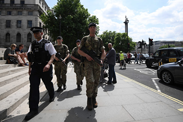 伦敦发现三个小型爆炸装置 警方反恐调查