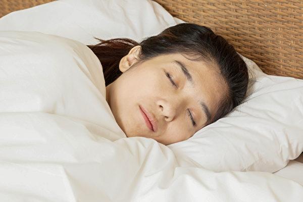 睡覺是養生重點。中醫告訴你四季睡眠時間和助眠食療方。