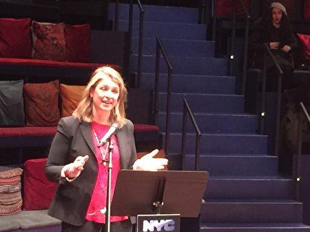 市长MOME办公室主任、副市长格伦宣布第一批获得纽约市女性电影戏剧基金资助的名单。