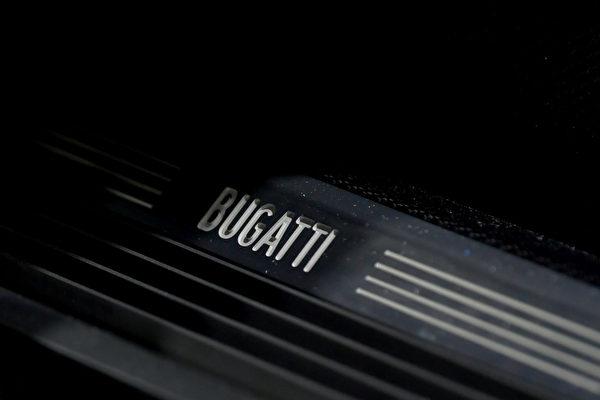 法国跑车布加迪(Buggati)在瑞士日内瓦国际车展上推出殿堂级超跑——La Voiture Noire,造价高达1,890万美元(约5.6亿台币)。(Harold Cunningham/Getty Images)