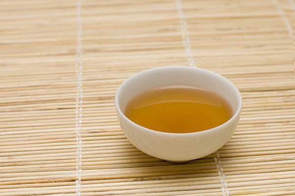 感冒咳嗽的时候,用正确的药方调养才能快速痊愈。(Shutterstock)