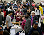 2019年3月在波士頓舉辦的Youth Job And Resource就業博覽會。(onathan Wiggs/Getty Images)