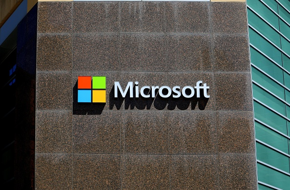微軟3月15日撇清與深網視界沒有合作關係,指稱深網視界「未經許可使用微軟標誌」,並已經要求對方刪除。(Raymond Boyd/Getty Images)
