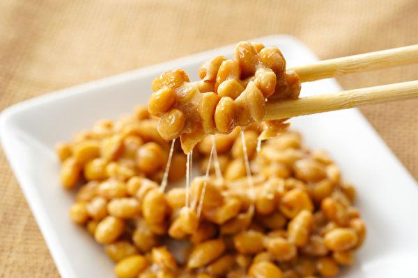 """健康食物第一名是传统的日本食品""""纳豆"""",其中的纳豆激酶,有降低心肌梗塞、脑中风风险的功效。 (Shutterstock)"""
