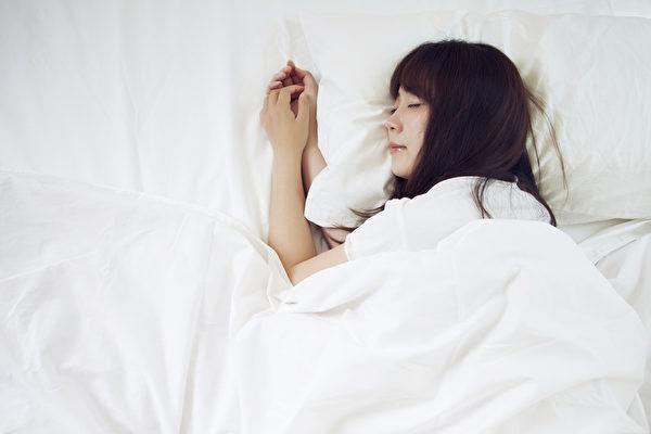 """睡觉时,周围的声音都能听到,而大脑会挑选""""想听的信息""""去处理。"""