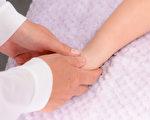 """接骨、正骨,是中国古代医学""""十三科""""之一,用以治疗骨折、脱臼等外力导致的骨关节损伤。(Shutterstock)"""