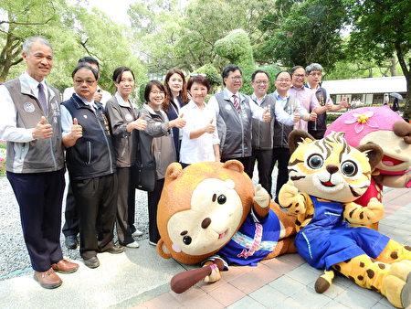 桃園市府團隊參觀台中花博,花博吉祥物「來虎」與桃園市吉祥物「ㄚ桃」及「園哥」,也到場共襄盛舉。