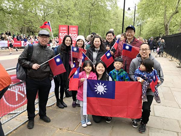 旅英侨胞替台湾跑者加油