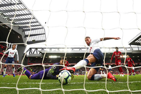 利物浦击败热刺领跑英超 阿森纳升至第三