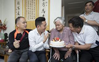 竹市百岁人瑞与安置儿单亲妈 获选模范母亲