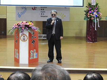 國立嘉義高中13日舉辦創校95週年慶祝校慶暨表揚傑出校友大會,傑出榮譽校友、米堤大飯店總經理李麗裕(如圖)應邀致詞。