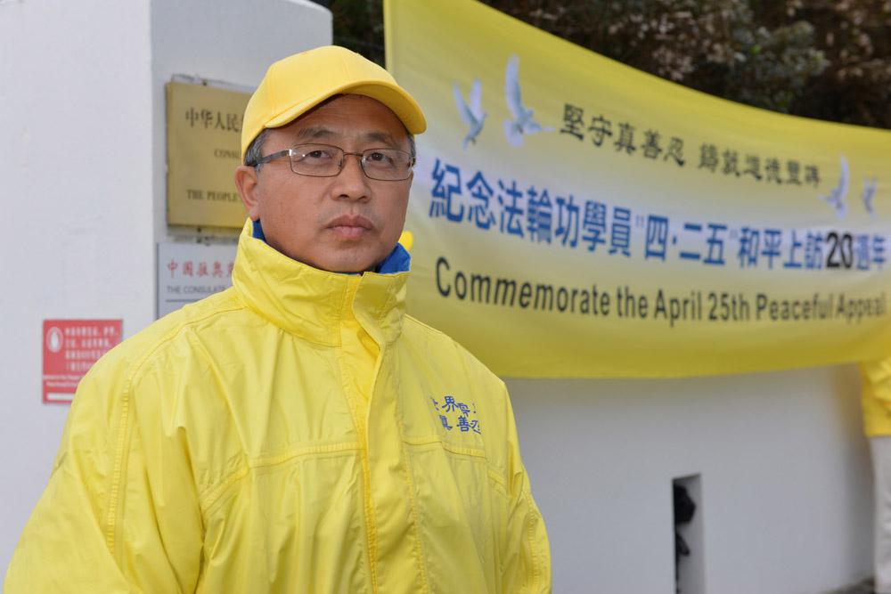 法轮功学员于景芳先生表示,上访是一个公民与生俱来的基本权利。(张君/大纪元)